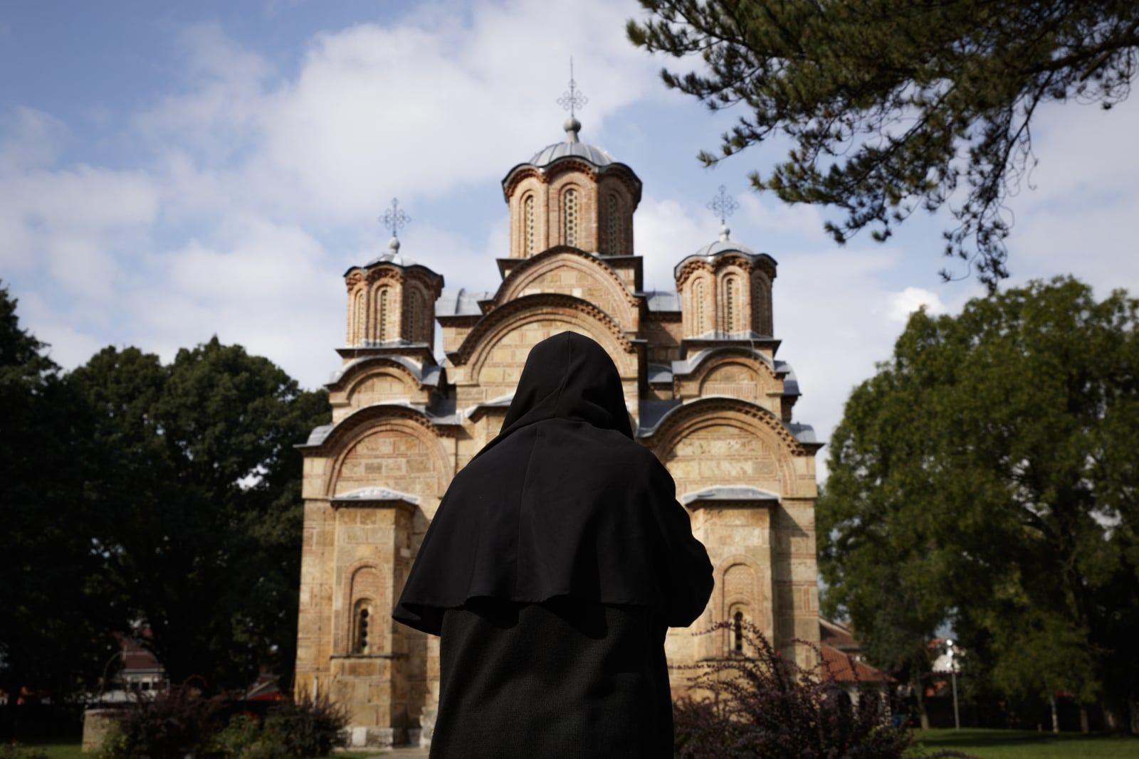 Prawosławna cerkiew w miejscowości Gracanica, Kosowo. Fot. PAP/EPA/VALDRIN XHEMAJ