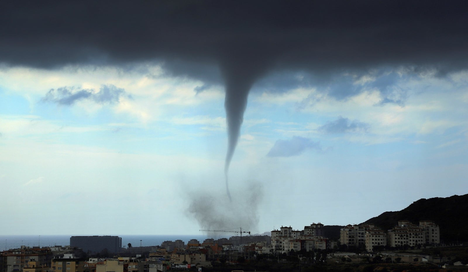 Trąba powietrzna w Alicante, Hiszpania. Fot. PAP/EPA/PEDRO GRIMAO