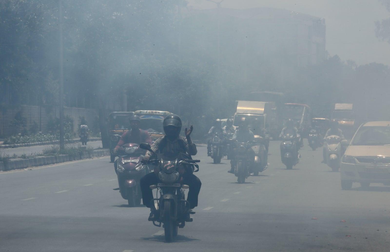 Zanieczyszczenie powietrza w Bengaluru, Indie. Fot. PAP/EPA/JAGADEESH NV