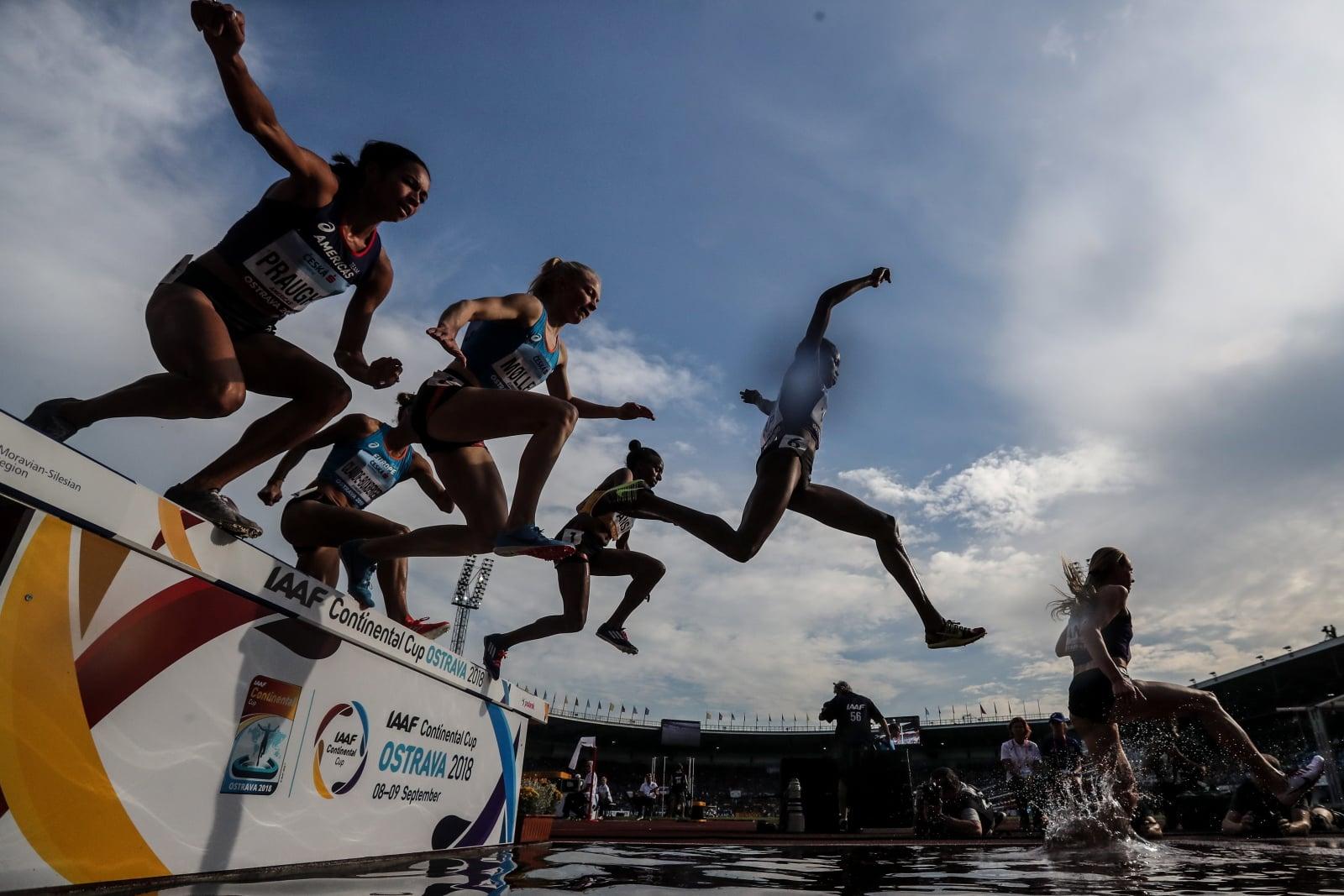 Dzisiejsze mistrzowska kobiet w biegu na 3000 metrów w Czechach