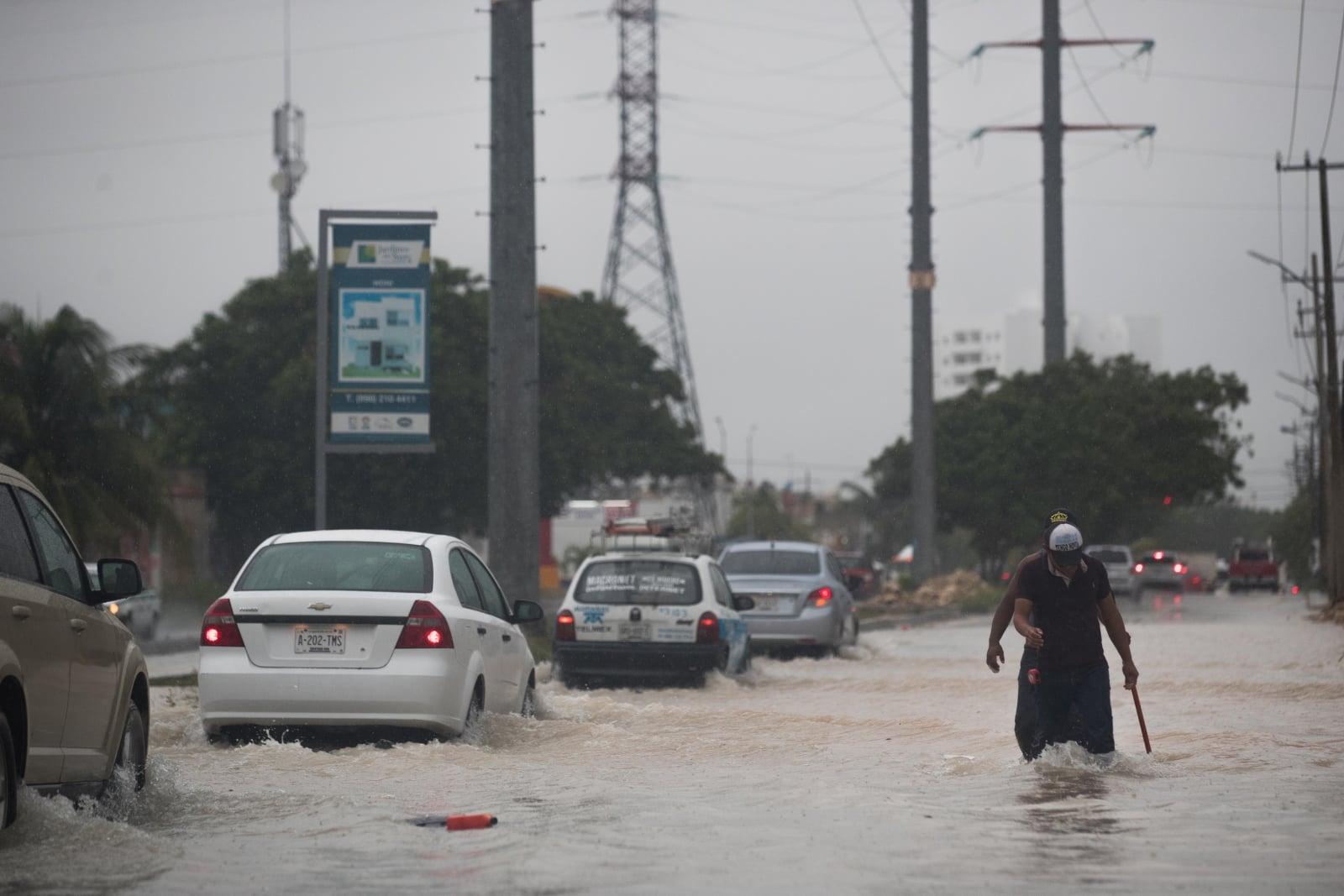 Powodzie w Meksyku, Fot. PAP/EPA/Alberto Valdez