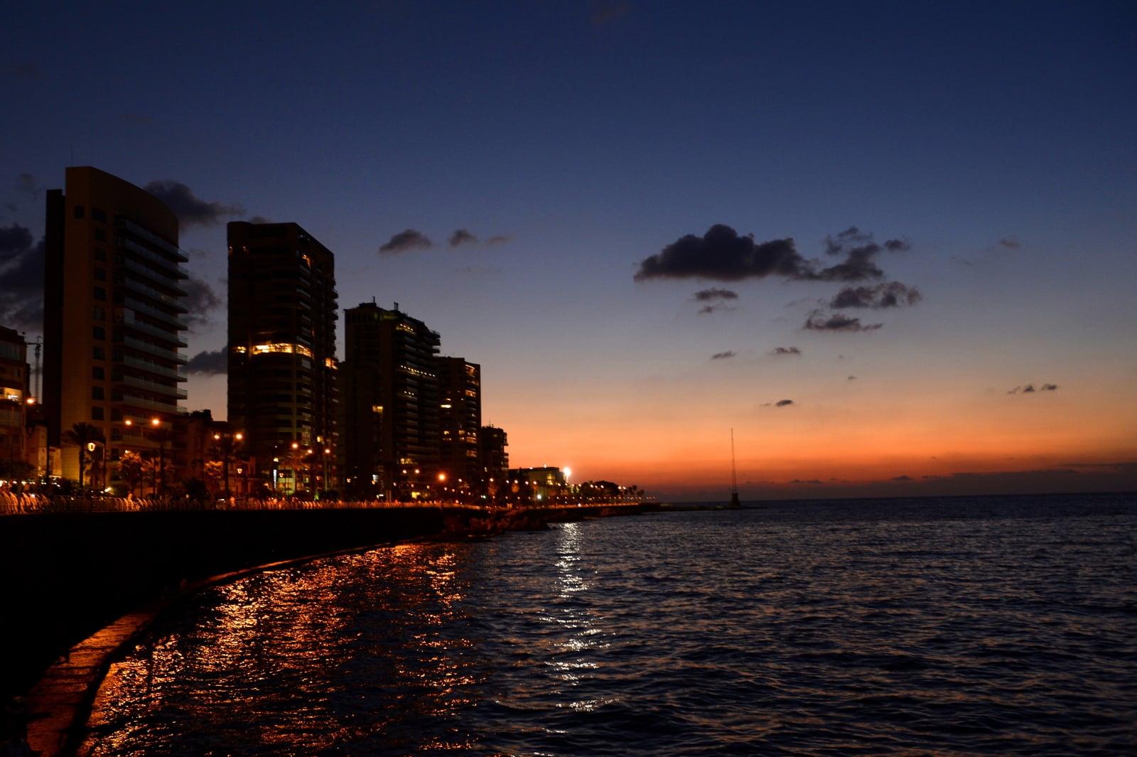 Zachód słońca w Libanie. Fot. PAP/EPA/WAEL HAMZEH