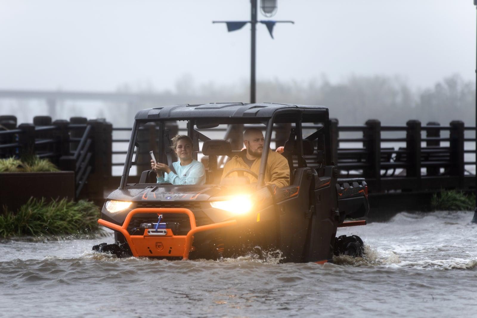 Skutki huraganu Florence, Północna Karolina Fot. PAP/EPA/JIM LO SCALZO