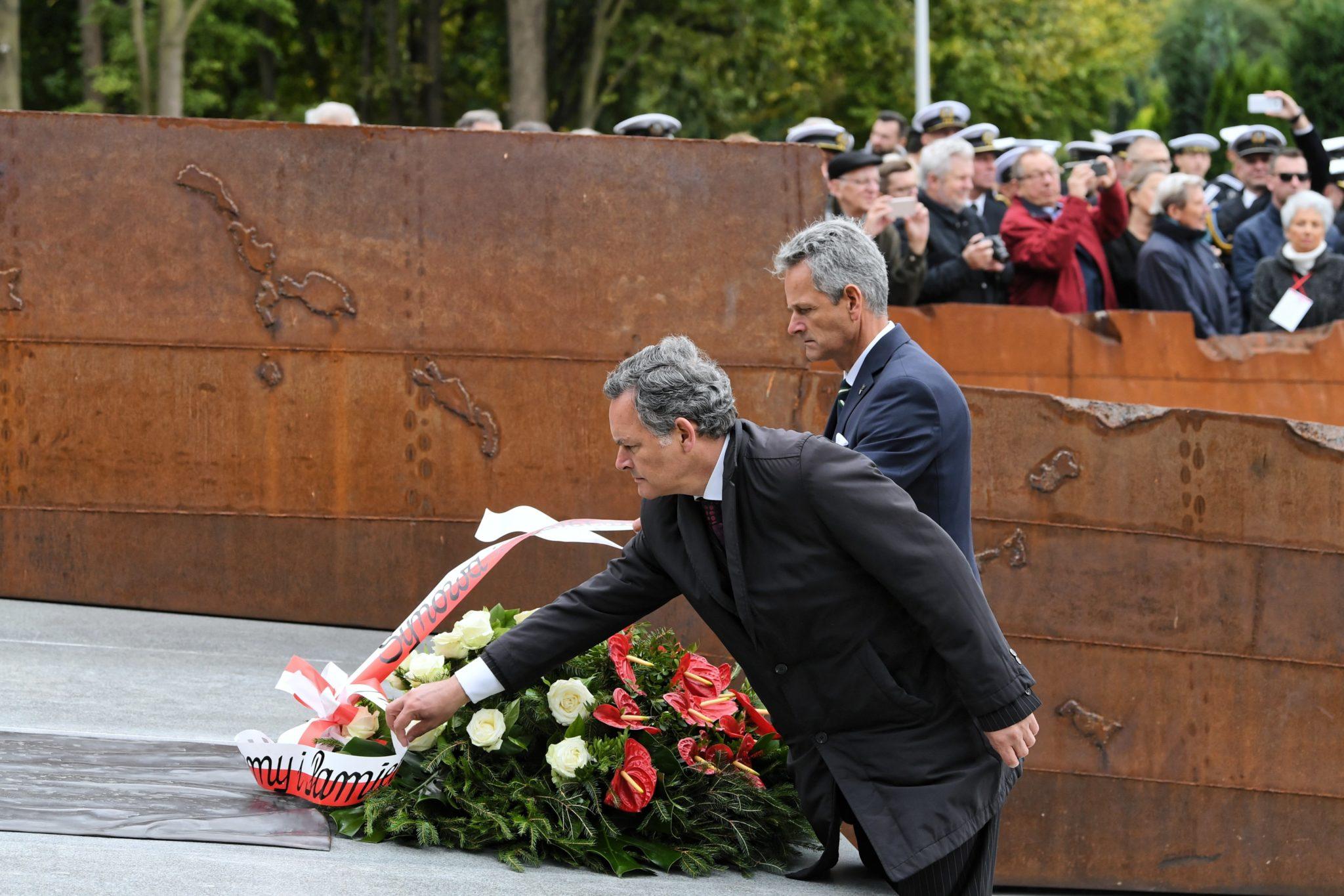 Kondukt żałobny wyruszył po mszy świętej w kościele Marynarki Wojennej RP pw. Matki Boskiej Częstochowskiej w Gdyni Oksywiu