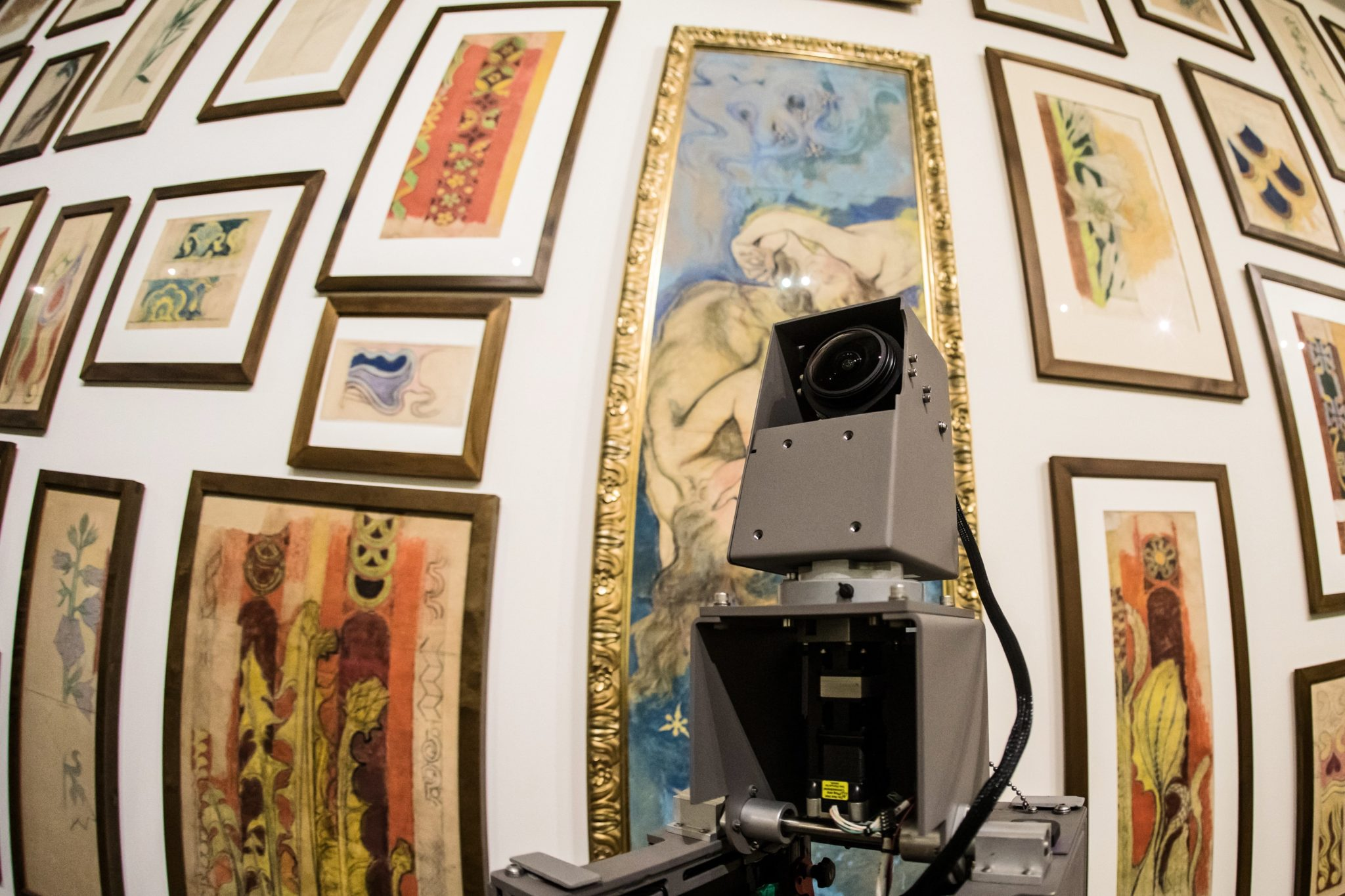 Wykonywanie zdjęć wystaw Muzeum Narodowego w Krakowie do Google Museum View za pomoca wózka Trolley, fot. Jan Graczyński, PAP