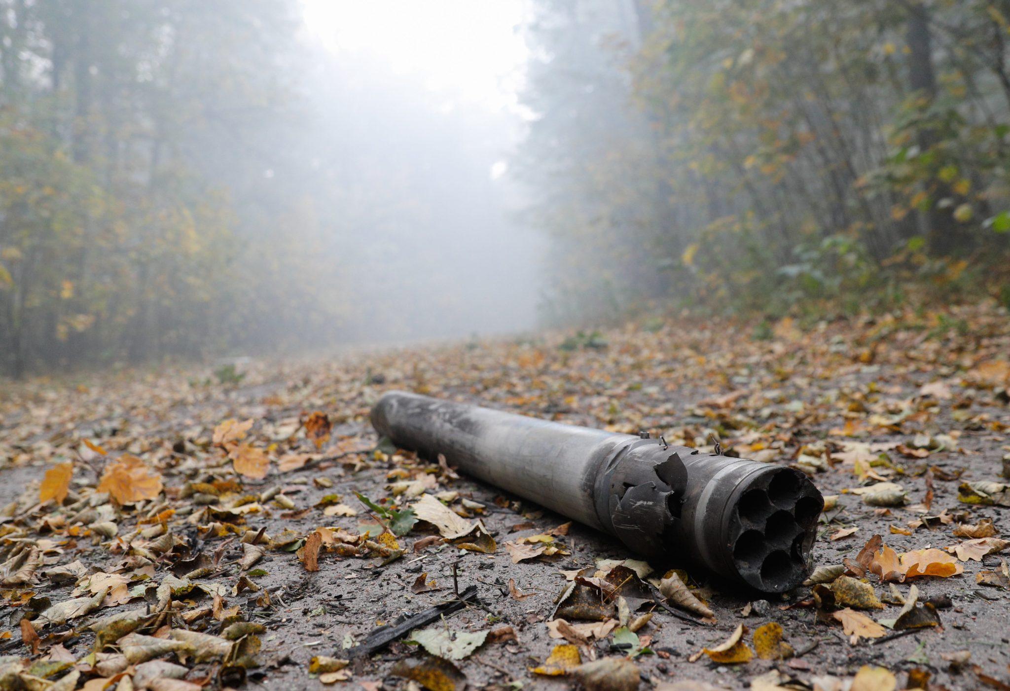 Pożar składów amunicji, do którego doszło we wtorek w okolicach miasta Icznia, 180 km na wschód od Kijowa, mógł być następstwem dywersji - oświadczył prezydent Ukrainy Petro Poroszenko na specjalnej naradzie z szefami resortów siłowych, fot. Sergey Dolzhenko, PAP/EPA