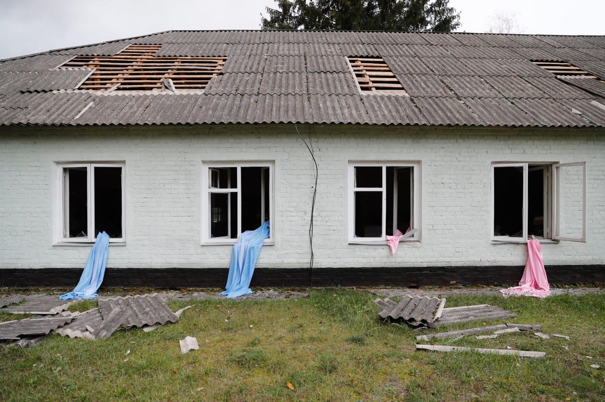 Blisko 12 tysięcy osób ewakuowano we wtorek z okolic 11-tysięcznego miasta Icznia w obwodzie czernihowskim, około 180 km na wschód od Kijowa, gdzie trwa pożar składów amunicji i wybuchają pociski – poinformowały władze Ukrainy, fot. Sergey Dolzhenko, PAP/EPA
