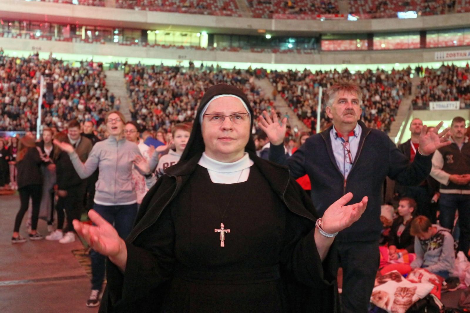 Msza święta na stadionie PGE Narodowy w Warszawie, podczas spotkania rekolekcyjnego