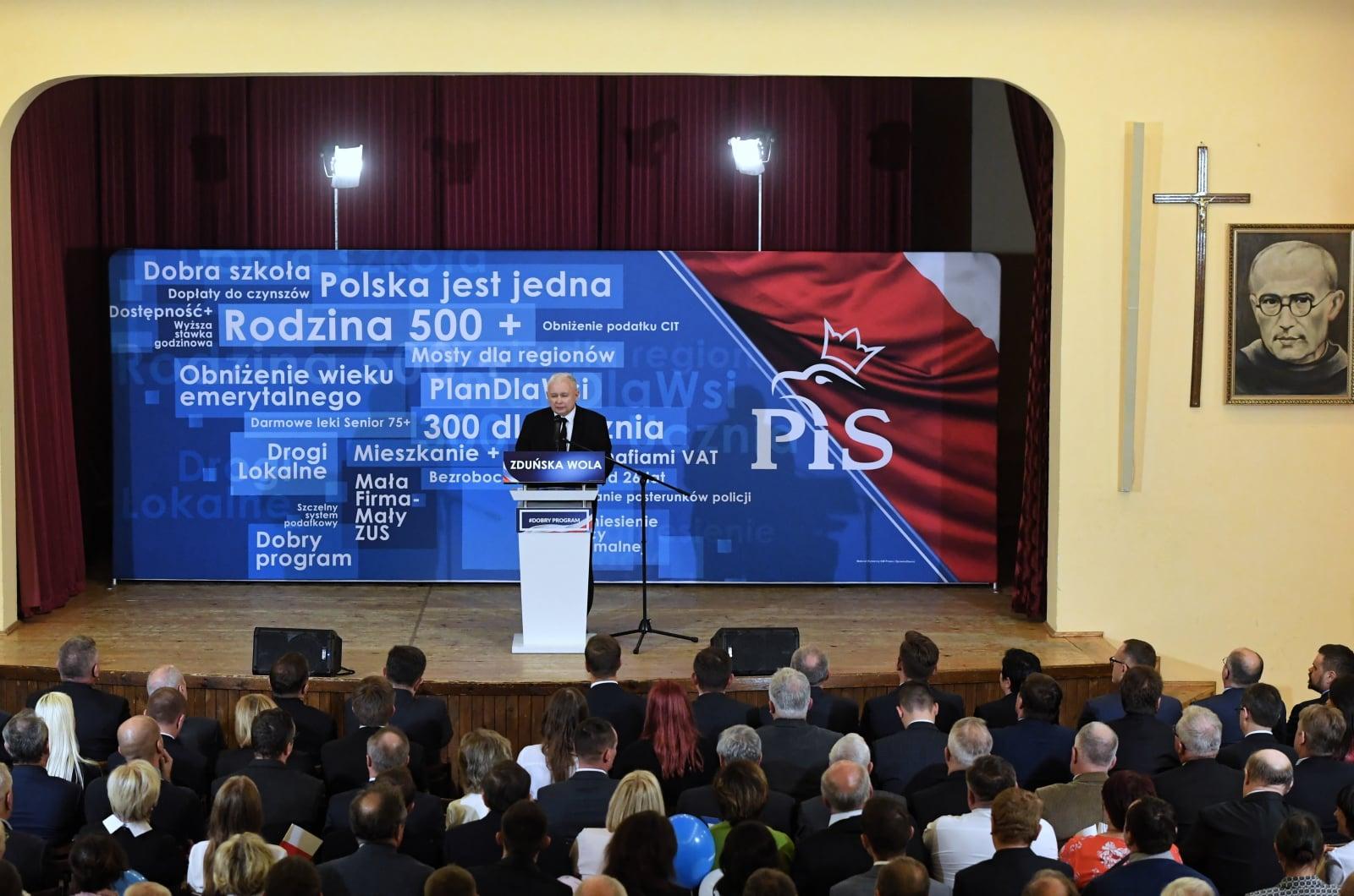 Prezes PiS Jarosław Kaczyński podczas wizyty w Zduńskiej Woli. Fot. PAP/Grzegorz Michałowski