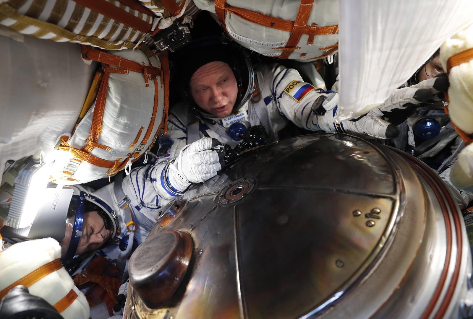 Lądowanie astronautów z Międzynarodowej Stacji Kosmicznej fot. EPA/MAXIM SHIPENKOV/POOL