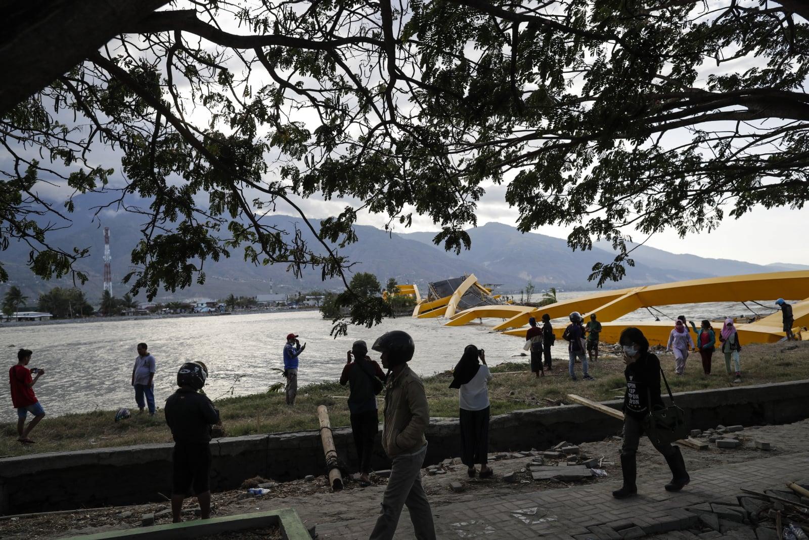 Skutki tsunami i trzęsienia ziemi w Indonezji EPA/MAST IRHAM