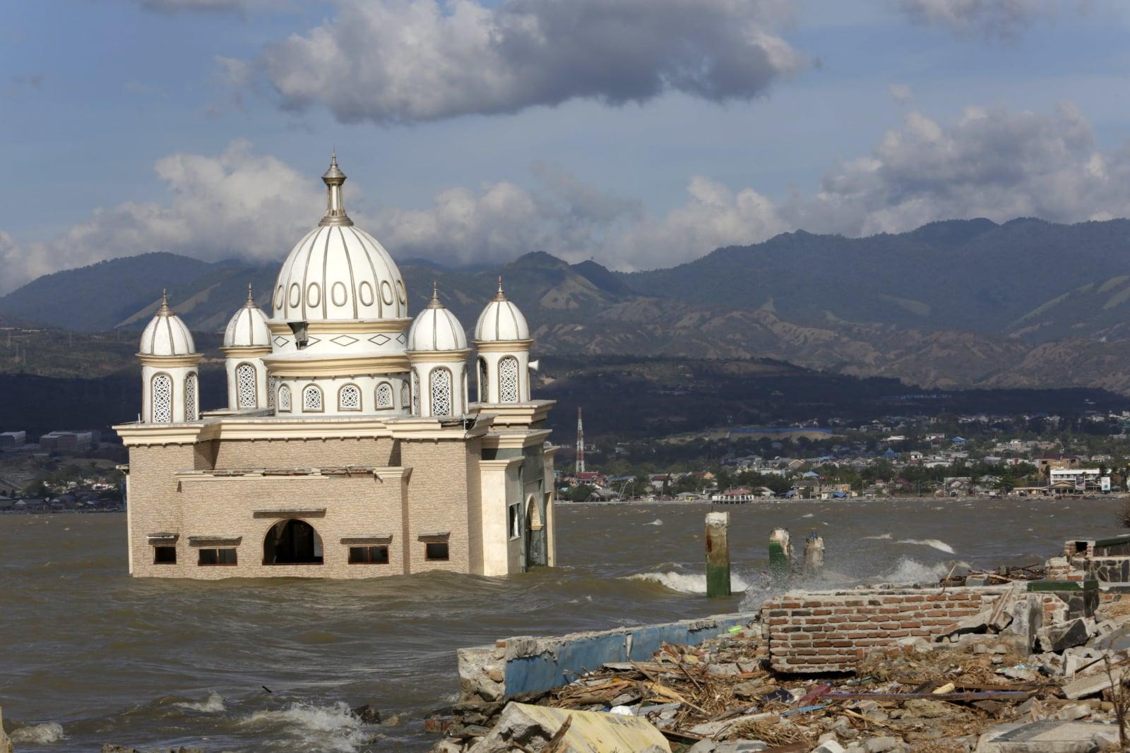 Skutki tsunami i trzęsienia ziemi w Indonezji EPA/HOTLI SIMANJUNTAK