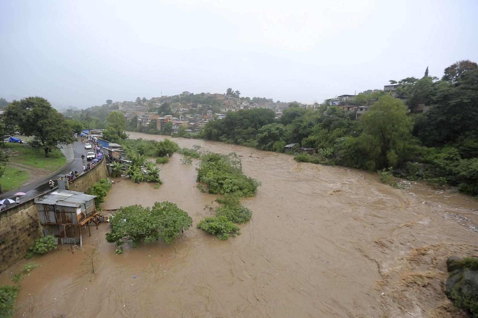 Tragiczne skutki ulewnych deszczów w Tegucigalpa, Honduras, fot. EPA/GUSTAVO AMADOR