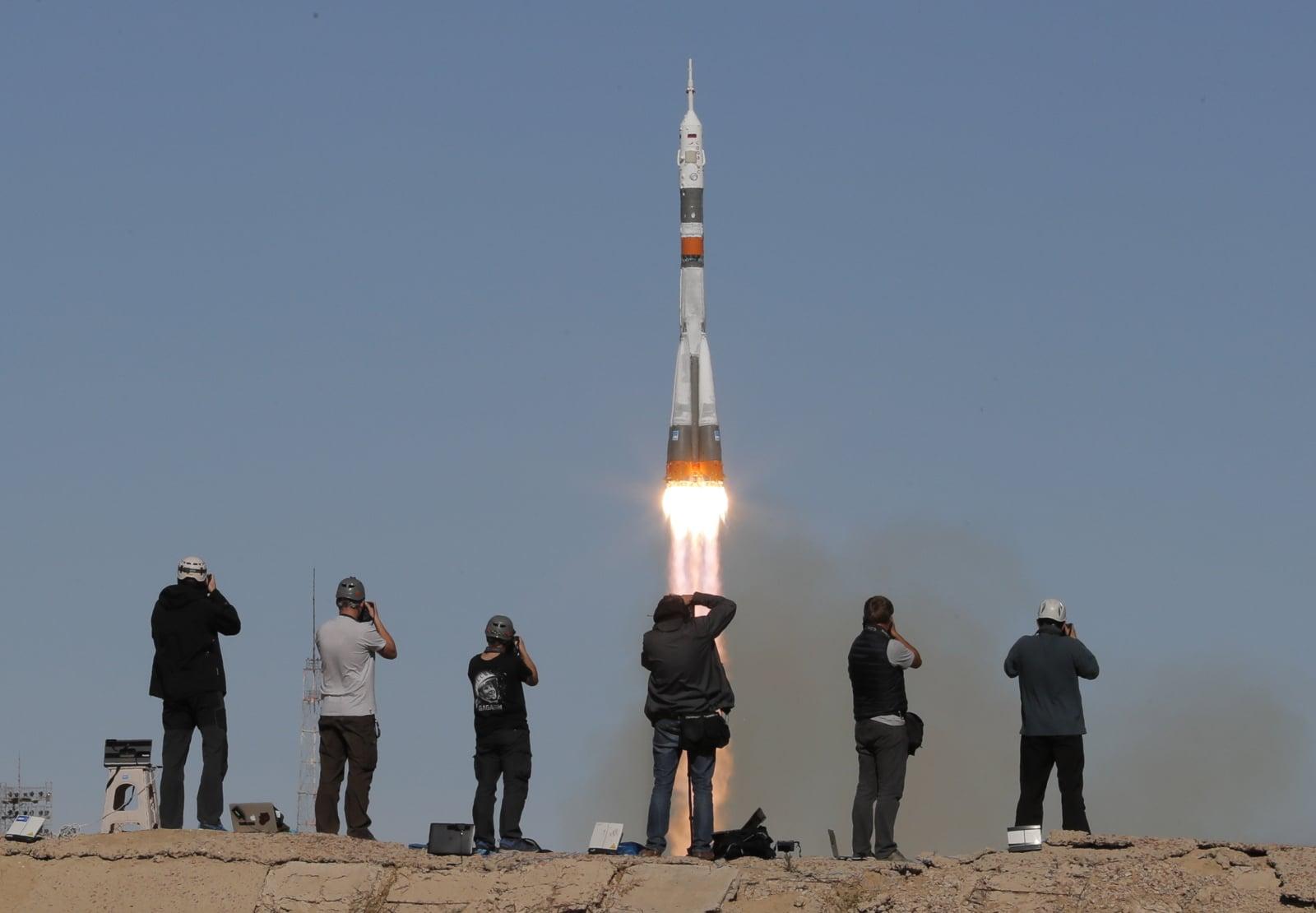 Awaryjne lądowanie kazachskiego lotu kosmicznego fot. EPA/YURI KOCHETKOV