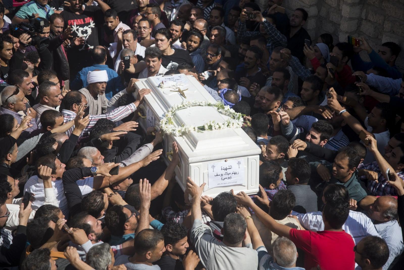 Pogrzeb ofiar wczorajszego zamachu w Egipcie Fot. PAP/EPA/MAHMOUD ABO ELDAHAB