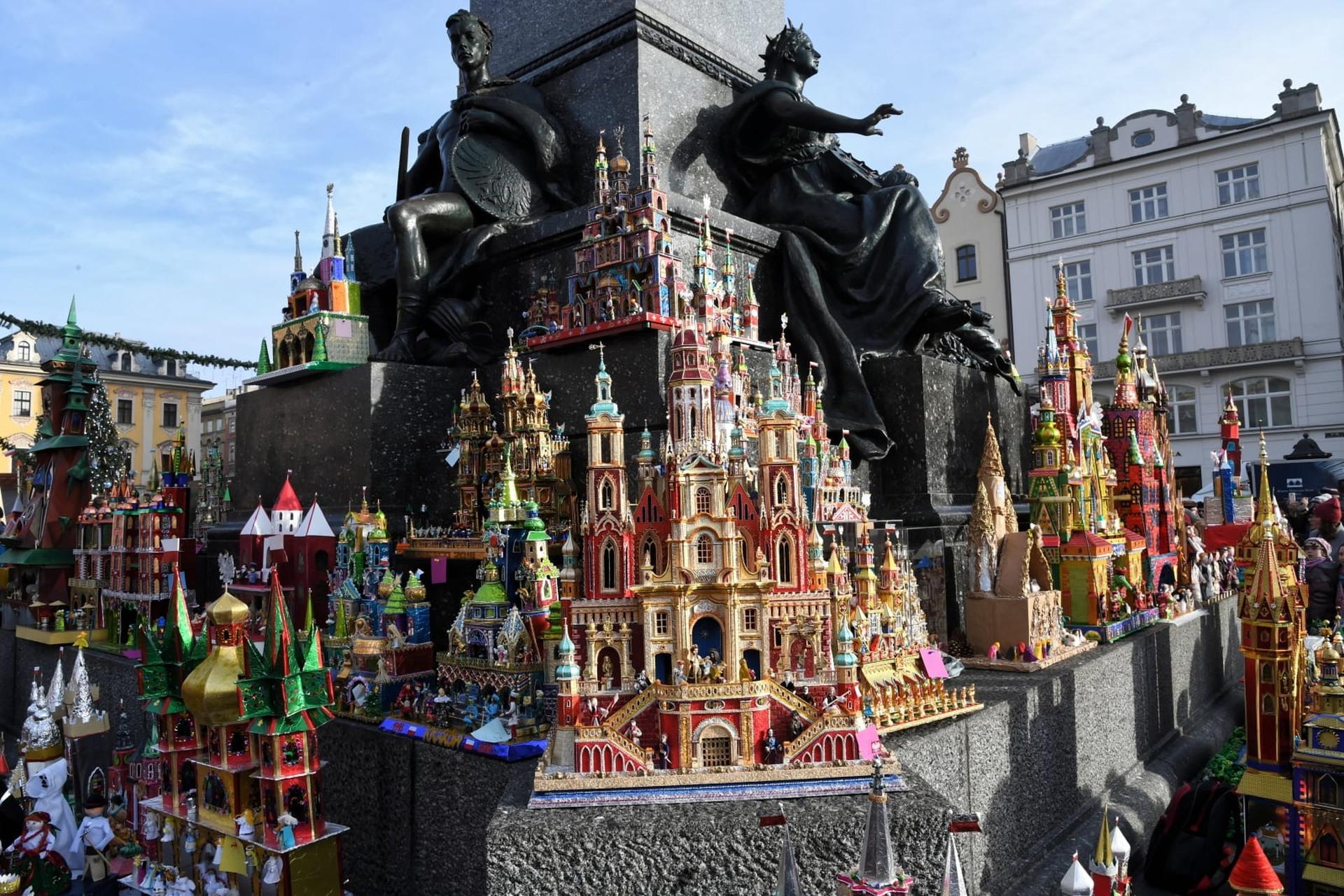 Tradycyjnie, w pierwszy czwartek grudnia rozpoczął się w Krakowie 76. Konkurs Szopek Krakowskich. Fot. PAP/Jacek Bednarczyk