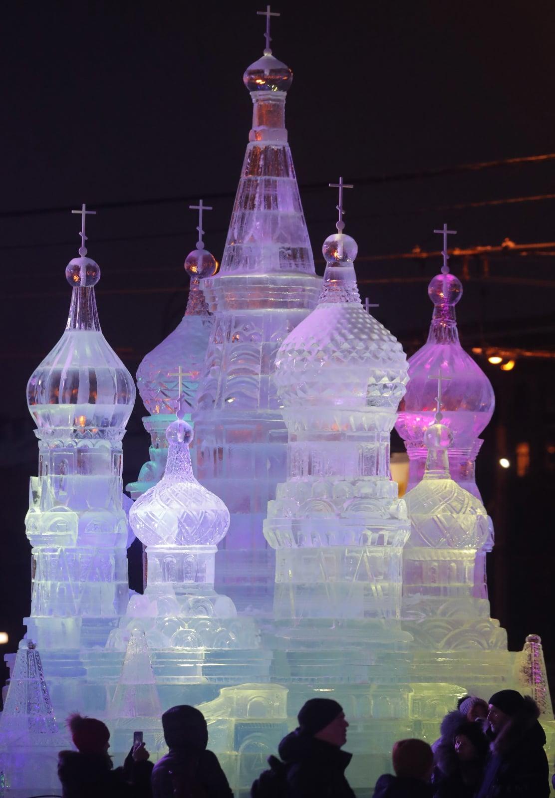 Noworoczne iluminacje świetlne w Moskwie fot. EPA/SERGEI ILNITSKY