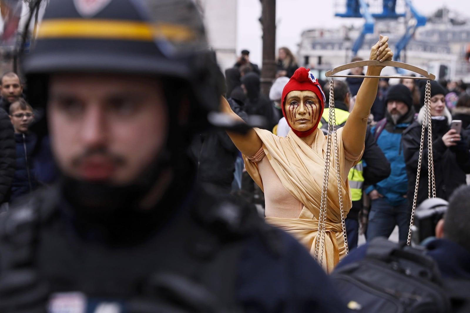 Protest Żółtych Kamizelek w Paryżu fot. EPA/ETIENNE LAURENT