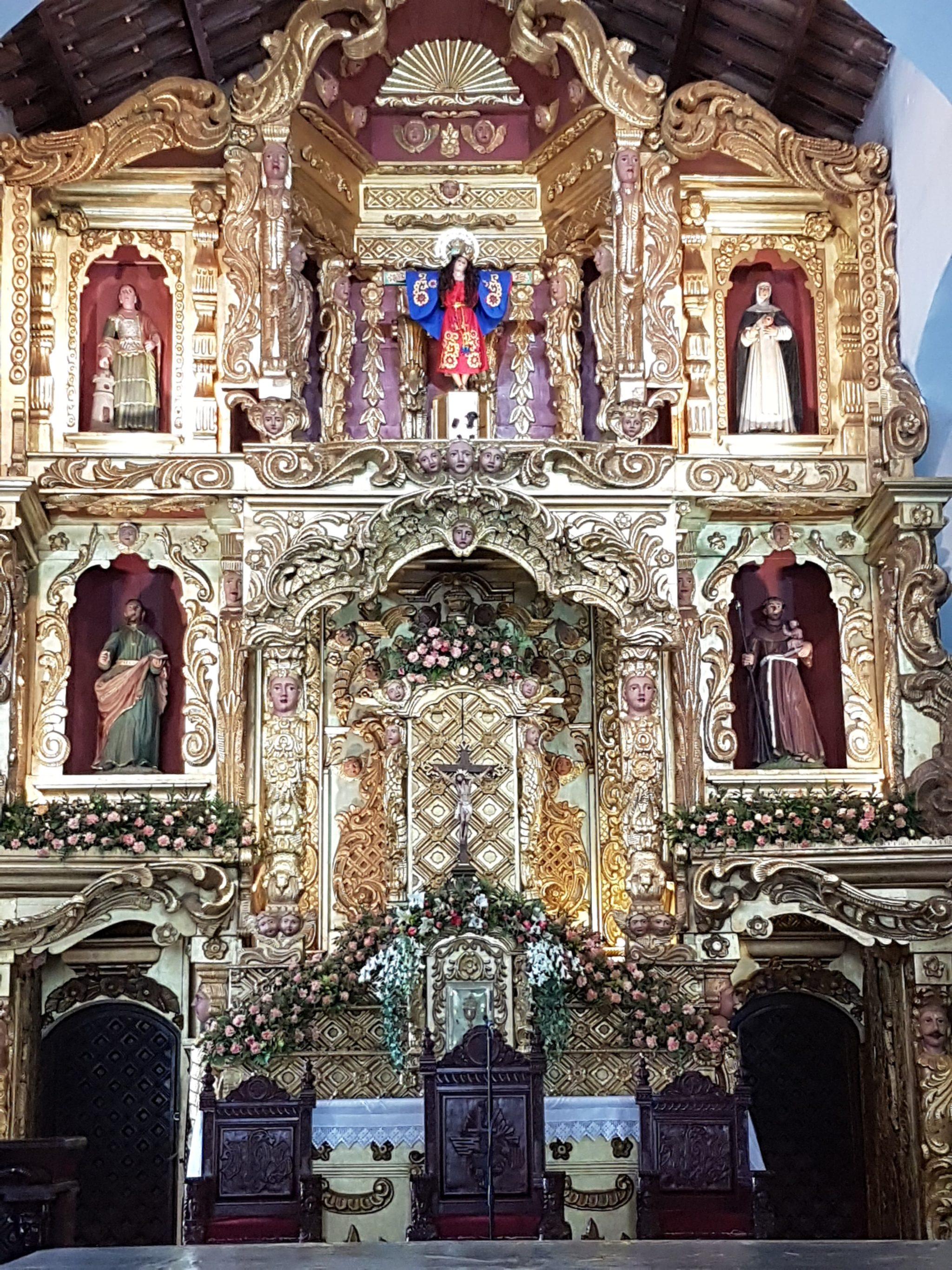 Kościół z nietypową figurą Jezusa ukrzyżowanego do góry ołtarza Fot. Maria Górczyńska
