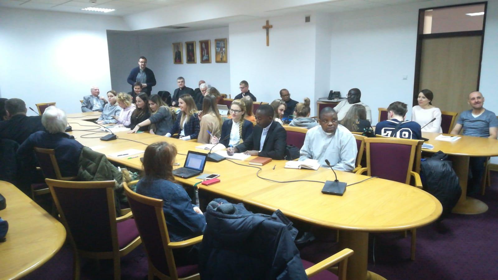 uczestnicy spotkania na UKSW