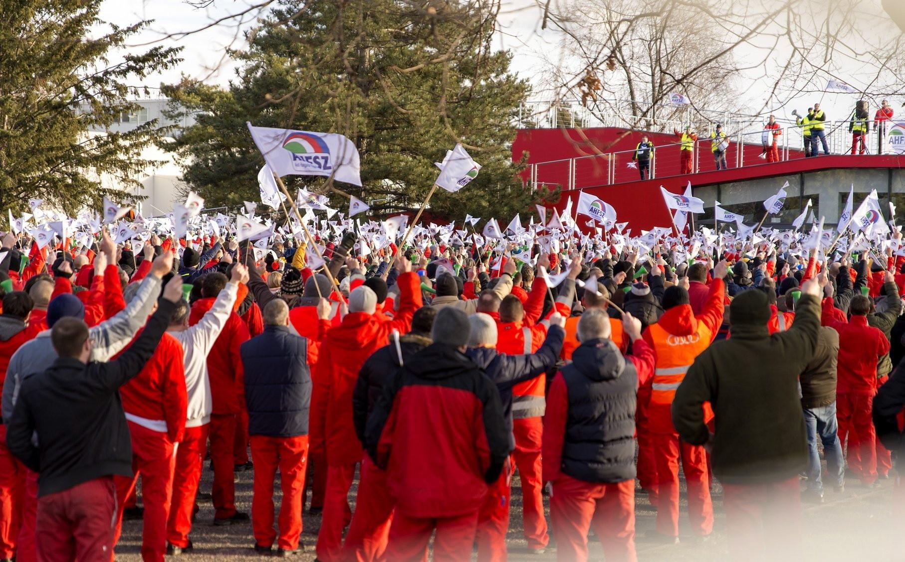 Protest pracowników fabryki Audi na Węgrzech, fot. PAP/EPA