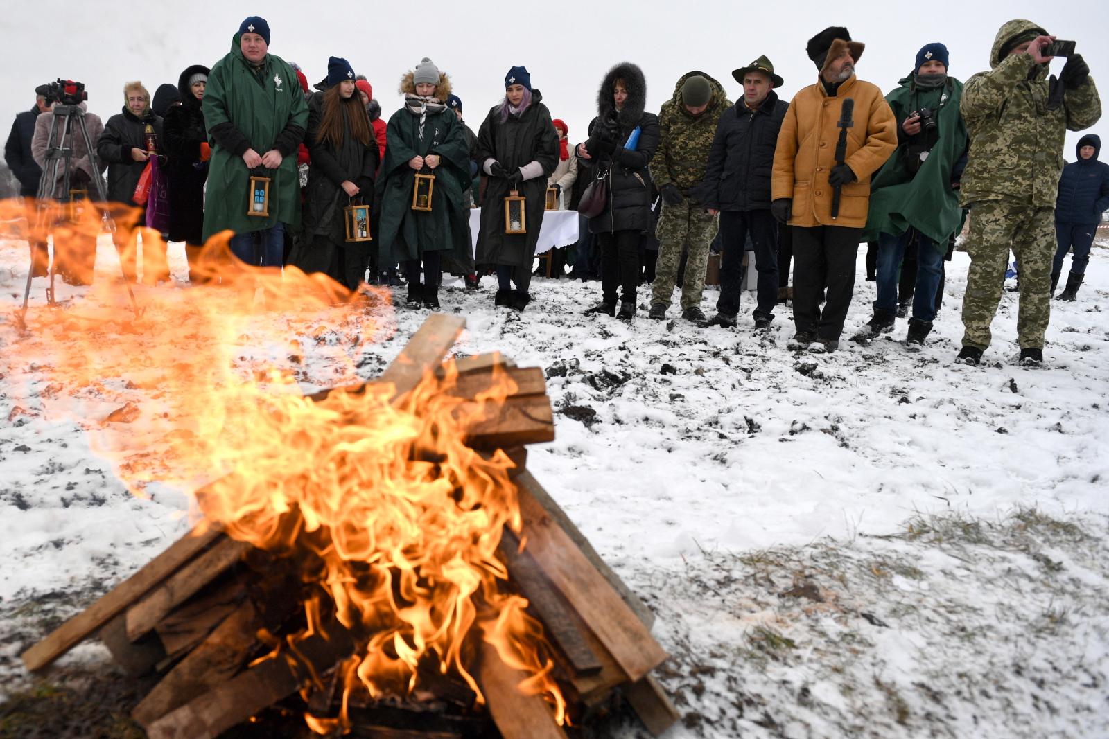 Przekazanie Betlejemskiego Światła Pokoju z Polski na Ukrainę. Fot.PAP/Darek Delmanowicz
