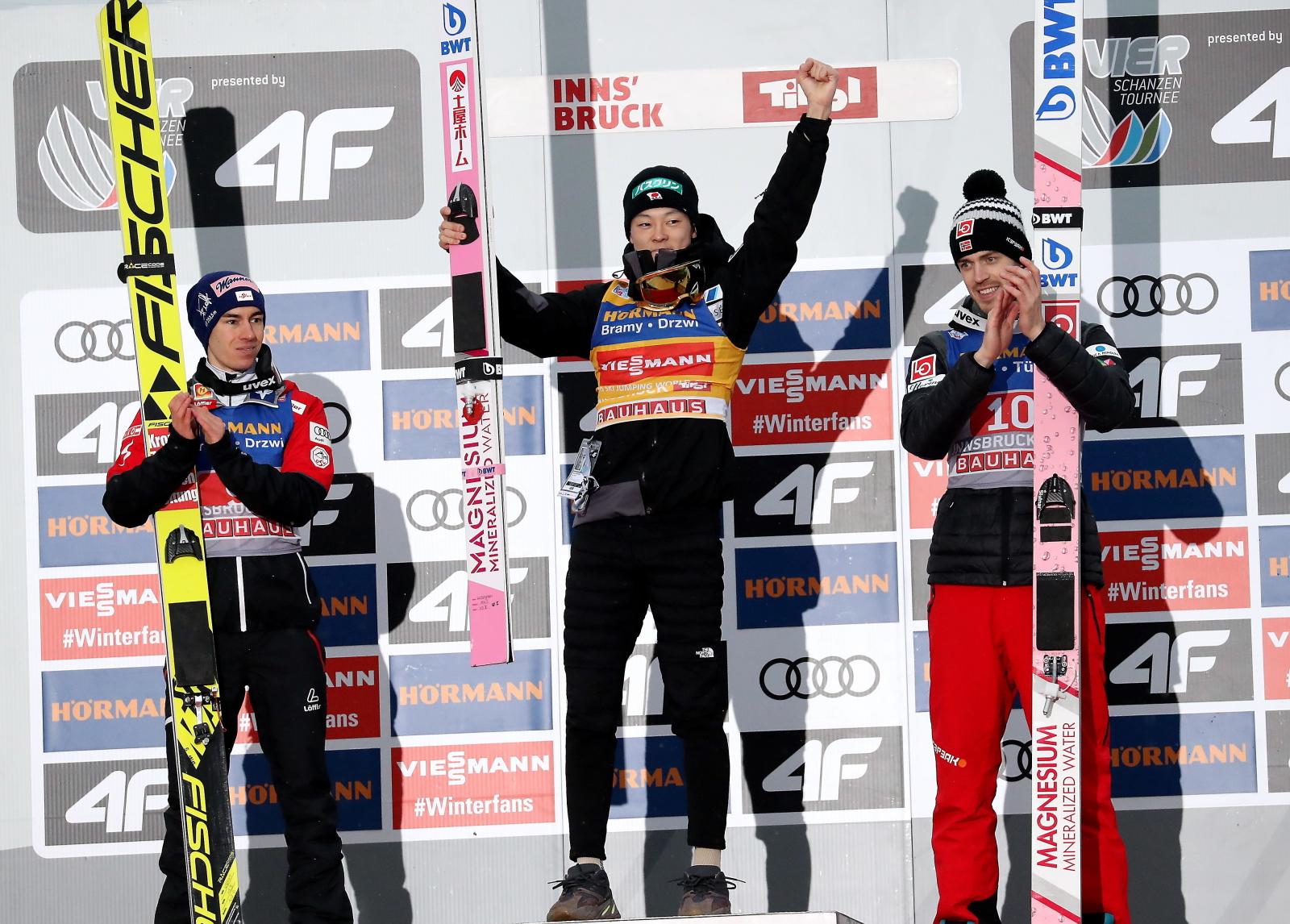 Podium konkursu w skokach narciarskich w austriackim Innsbrucku. Fot. PAP/Grzegorz Momot