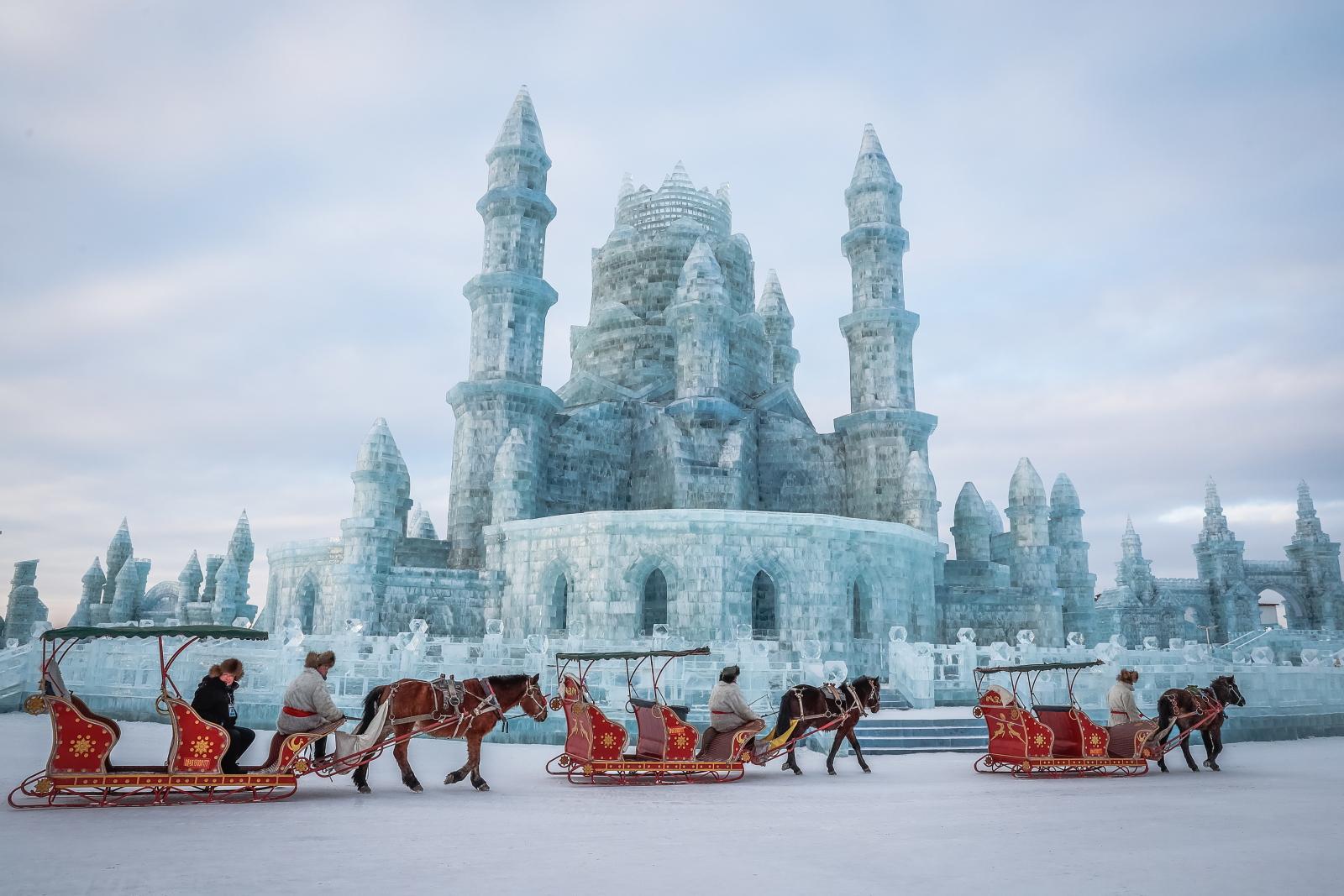 Festiwal lodu i śniegu w chińskim Harbin. Fot. PAP/EPA/ROMAN PILIPEY