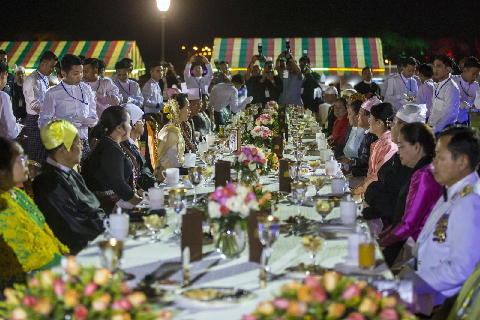 Uroczystość z okazji Dnia Niepodległości Mjanmy (Birmy). Fot. PAP/EPA/HEIN HTET