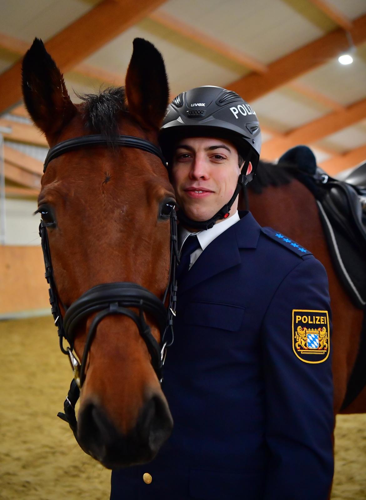 Nowy konwój policji w Norymberdze, Niemcy.  Fot. PAP/EPA/MATTHIAS MERZ