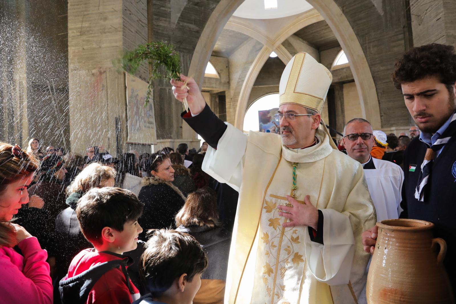 Pielgrzymka katolików do miejsca chrztu nad Jordanem. Fot. PAP/EPA/ANDRE PAIN
