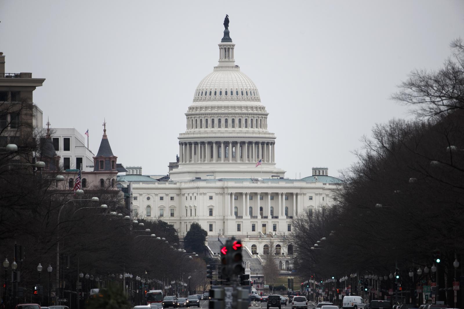 Przedłuża się najdłuższy w historii USA shutdown. Fot. PAP/EPA/SHAWN THEW