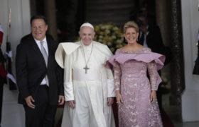 Panamska para prezydencka i Papież Franciszek.
