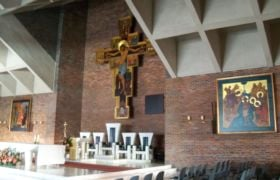 Podczas porannej niedzielnej Mszy Świętej, w warszawskiej parafii pw. Najświętszej Maryi Panny Matki Kościoła, doszło do niepokojącego incydentu.