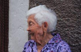 Alarmowe opaski dla seniorów - to nowy pomysł w Łodzi