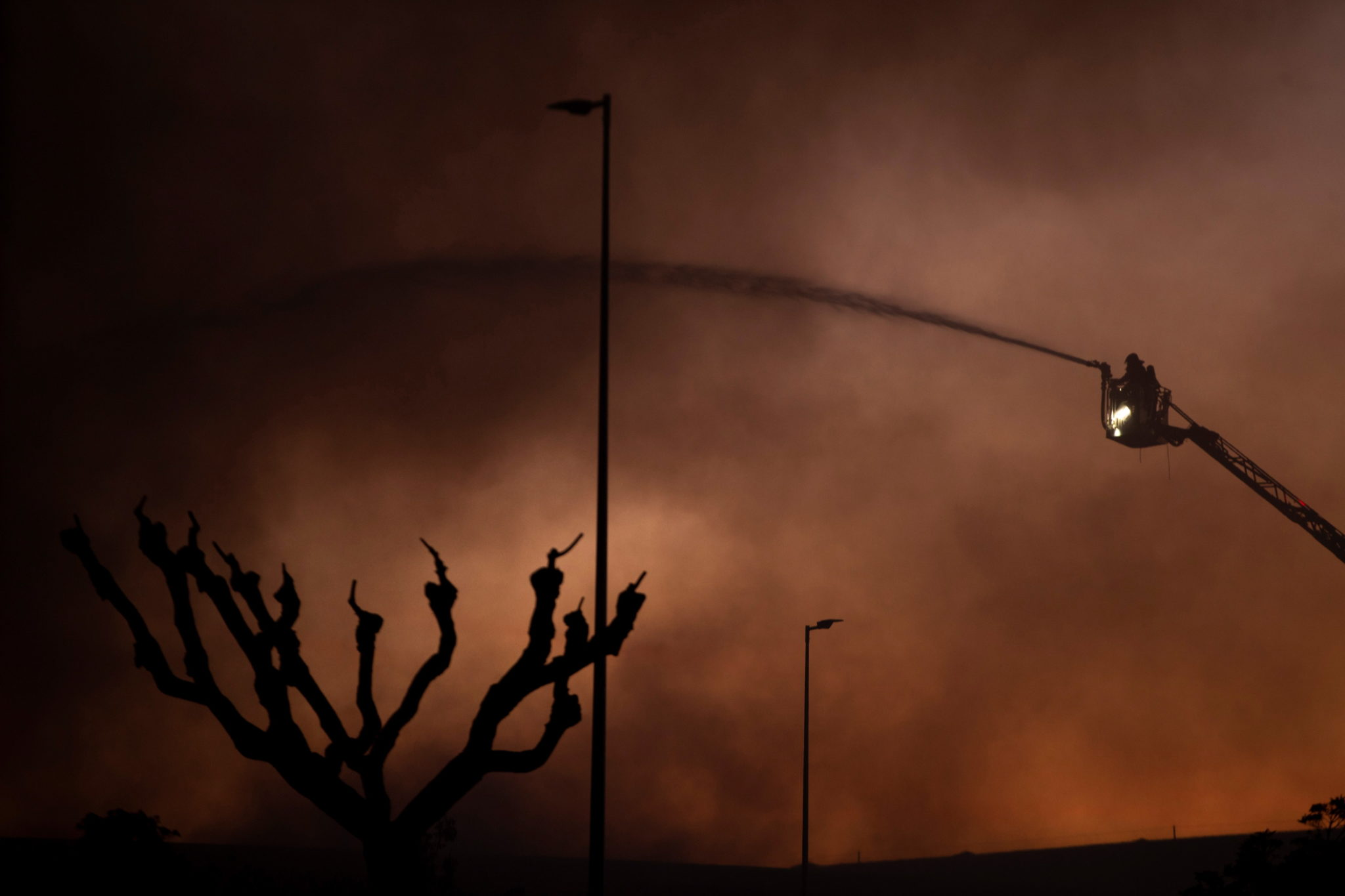 Barcelona: pożar w hiszpańskim muzeum samochodów marki SEAT, fot. ENRIC FONTCUBERA, PAP/EPA