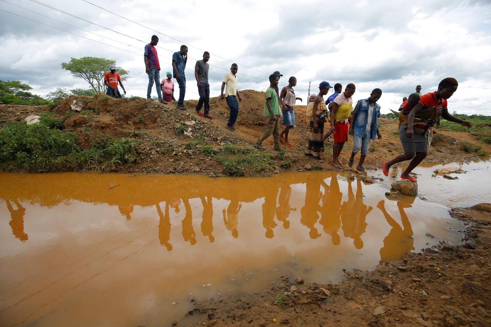 Tragednia w Zimbabawe fot.  EPA/AARON UFUMELI