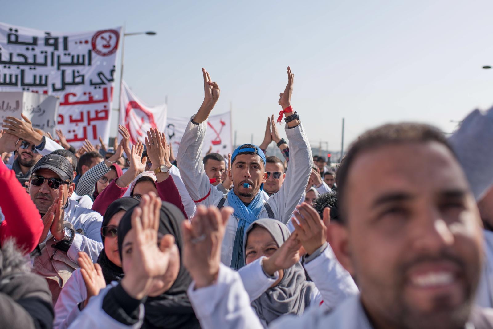 Protest pracowników sektora publicznego w Maroko. fot. EPA/JALAL MORCHIDI