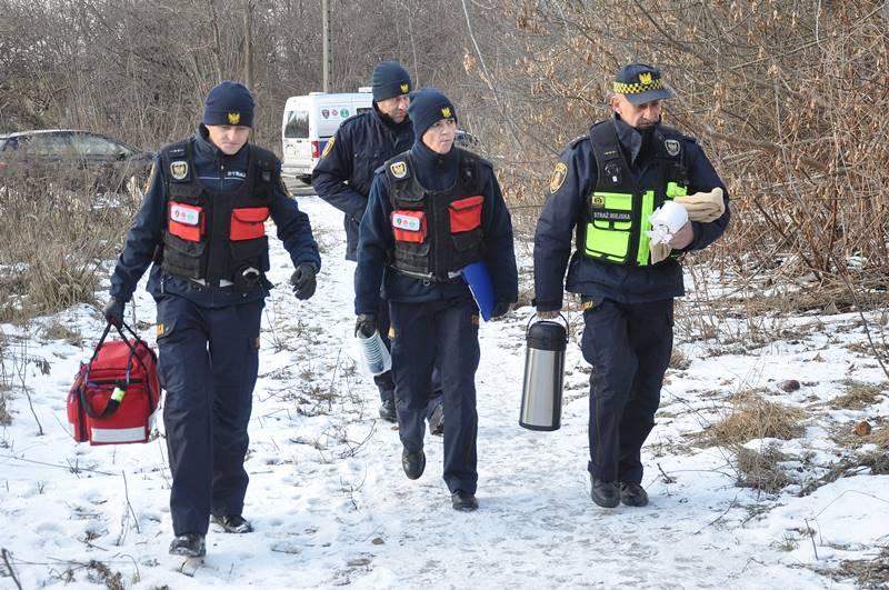 Przychodnia Lekarze Nadziei na warszawskiej Woli oraz uliczny patrol medyczny Straży Miejskiej pomagają bezdomnym. Docierają do nich z pomocą medyczną. Misyjne.pl