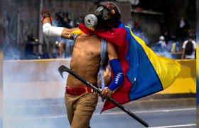 Demonstracja w Caracas. fot. EPA/MIGUEL GUTIERREZ