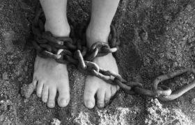 łańcuch na nogach
