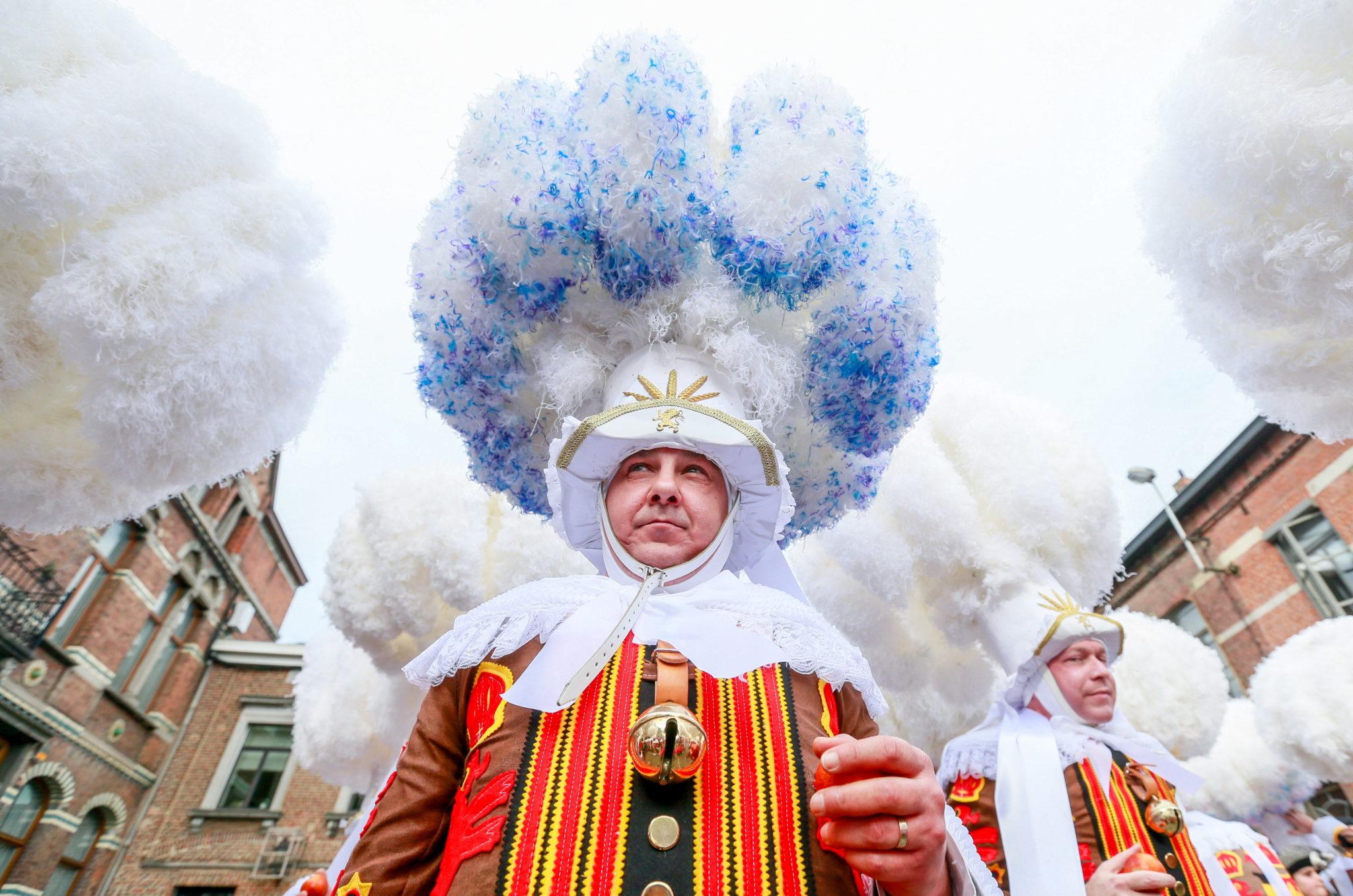 Belgia: karnawał w Binche, organizowany przez trzy ostatnie dnie karnawału. Jeden z najstarszych ulicznych karnawałów w Europie. W 2003 roku został proklamowany Arcydziełem Ustnego i Niematerialnego Dziedzictwa Ludzkości a w 2008 roku wpisany na listę niematerialnego dziedzictwa UNESCO, fot. Stephanie Lecocq, PAP/EPA