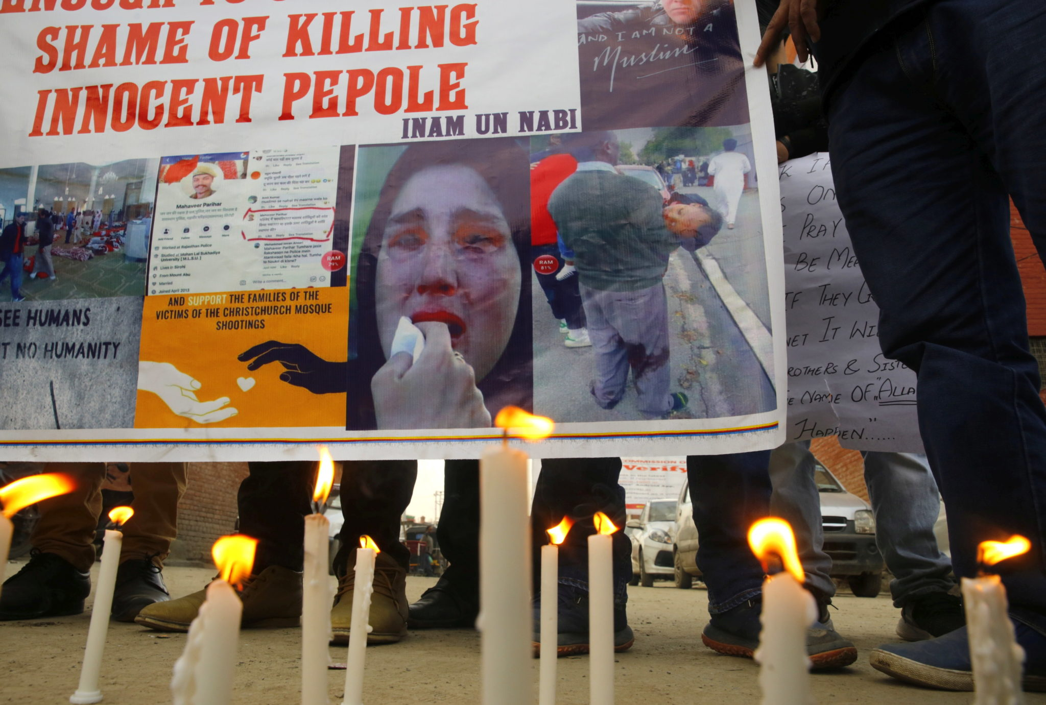 Kaszmir, Indie: modlitwa za ofiary zamachu, fot. FAROOQ KHAN, PAP/EPA.