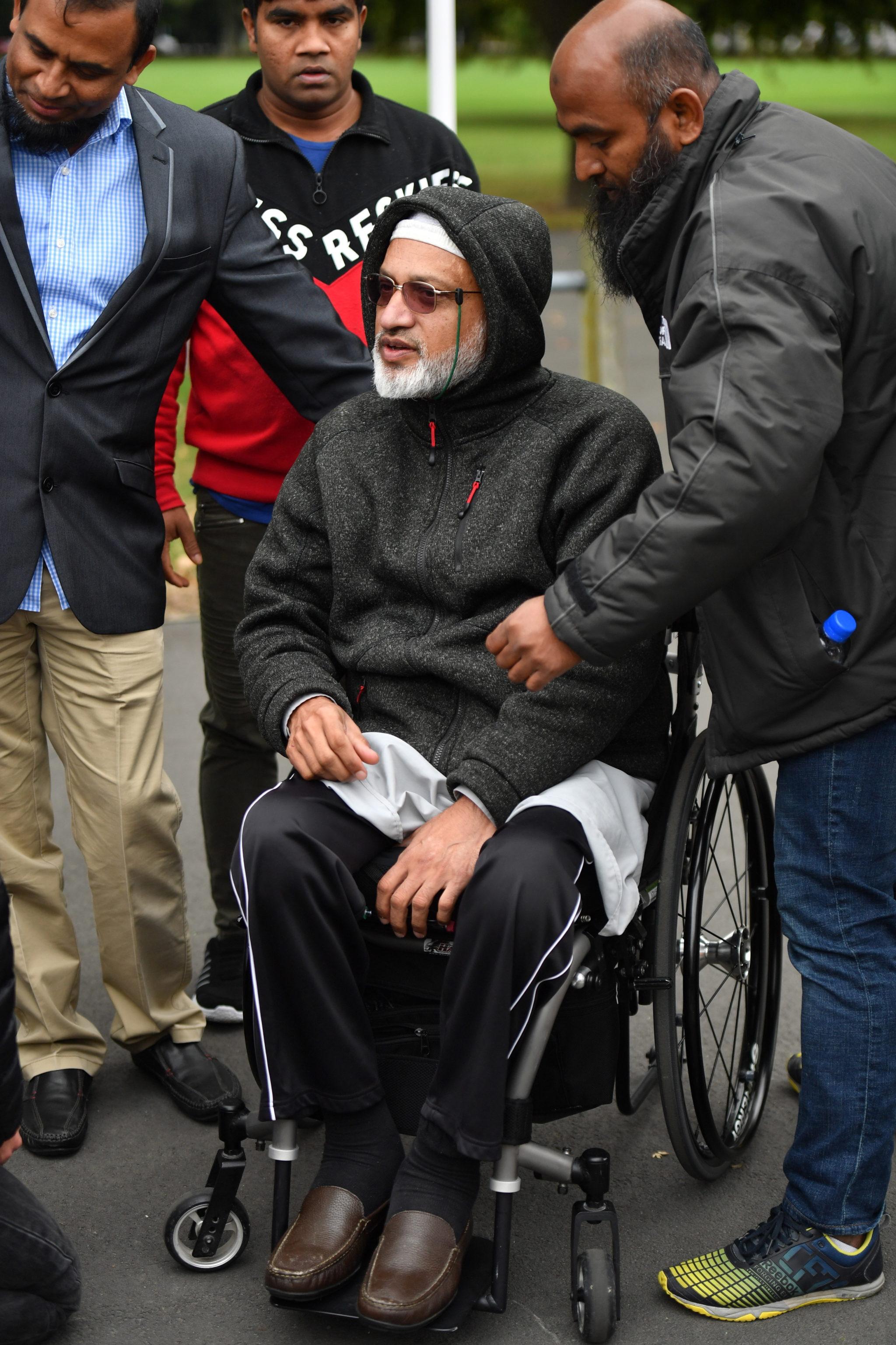 Ocalony z zamachu  przed ośrodkiem schronienia w Christchurch, Nowa Zelandia, fot. Mick Tsikas, PAP/EPA