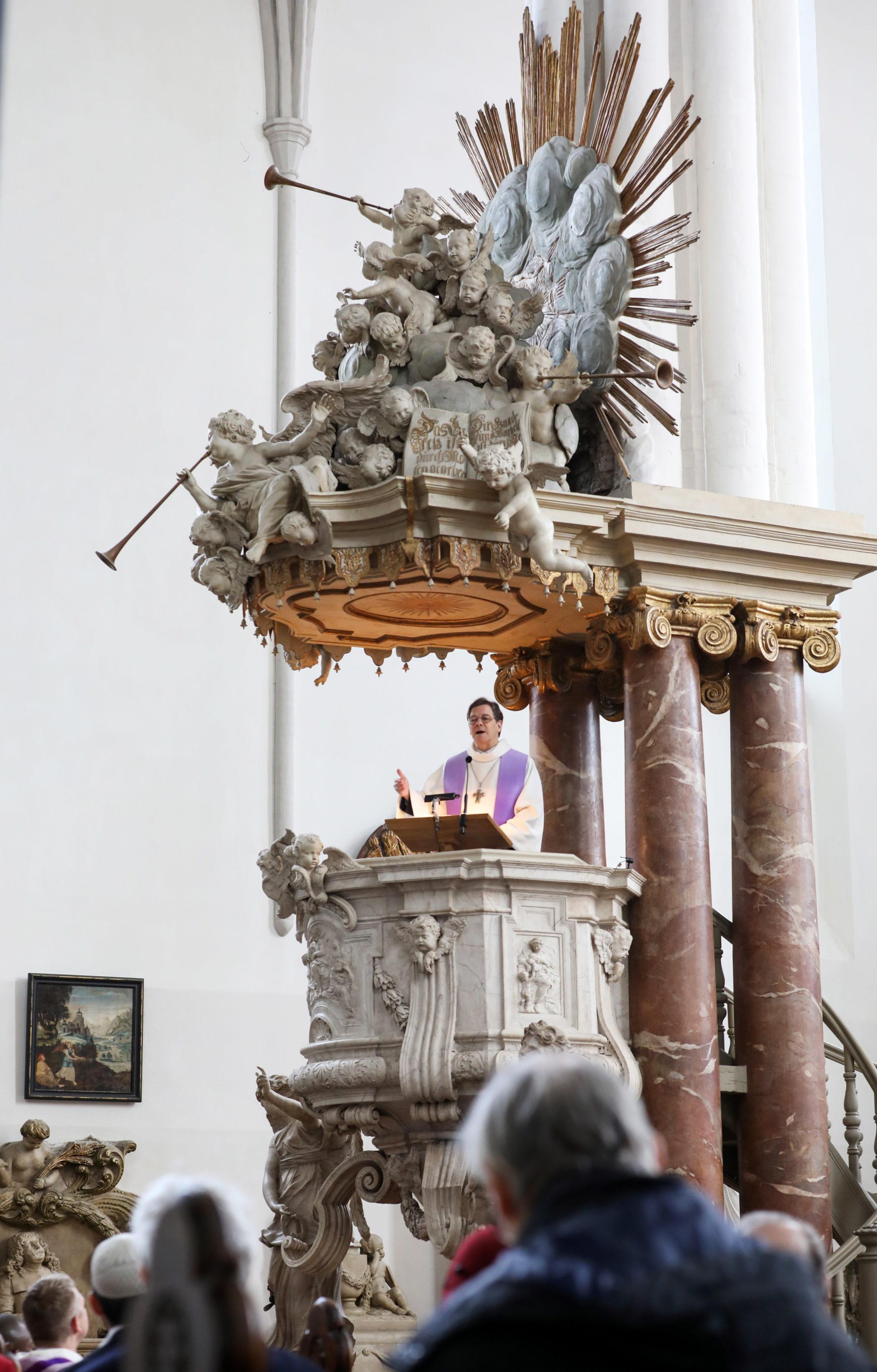Biskup Markus Droege, fot.  FELIPE TRUEBA, PAP/EPA.