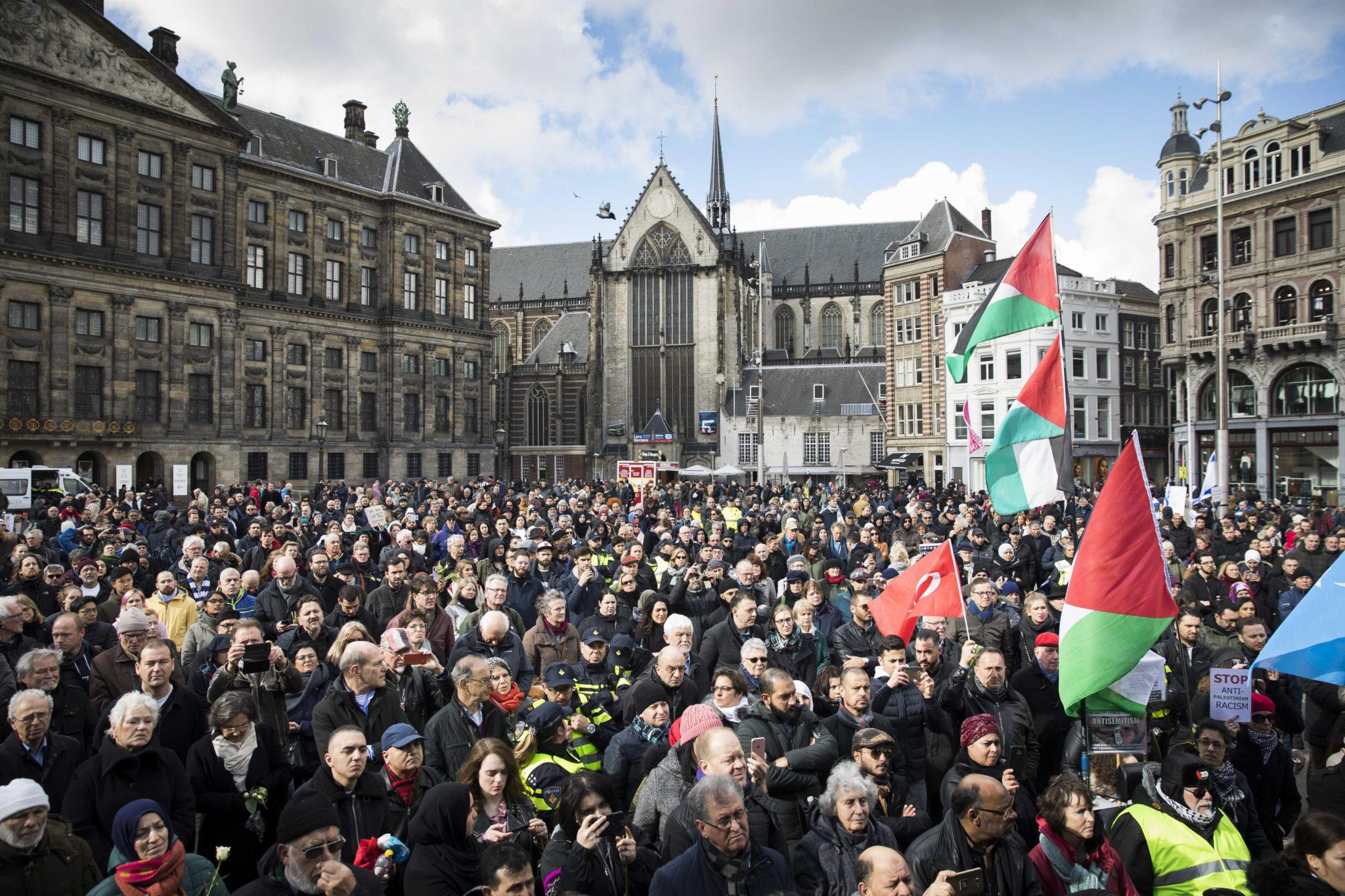 Holandia, Amsterdam: demonstracja przeciwko przemocy i terrroryzmowi, fot. Bart Maat, PAP/EPA