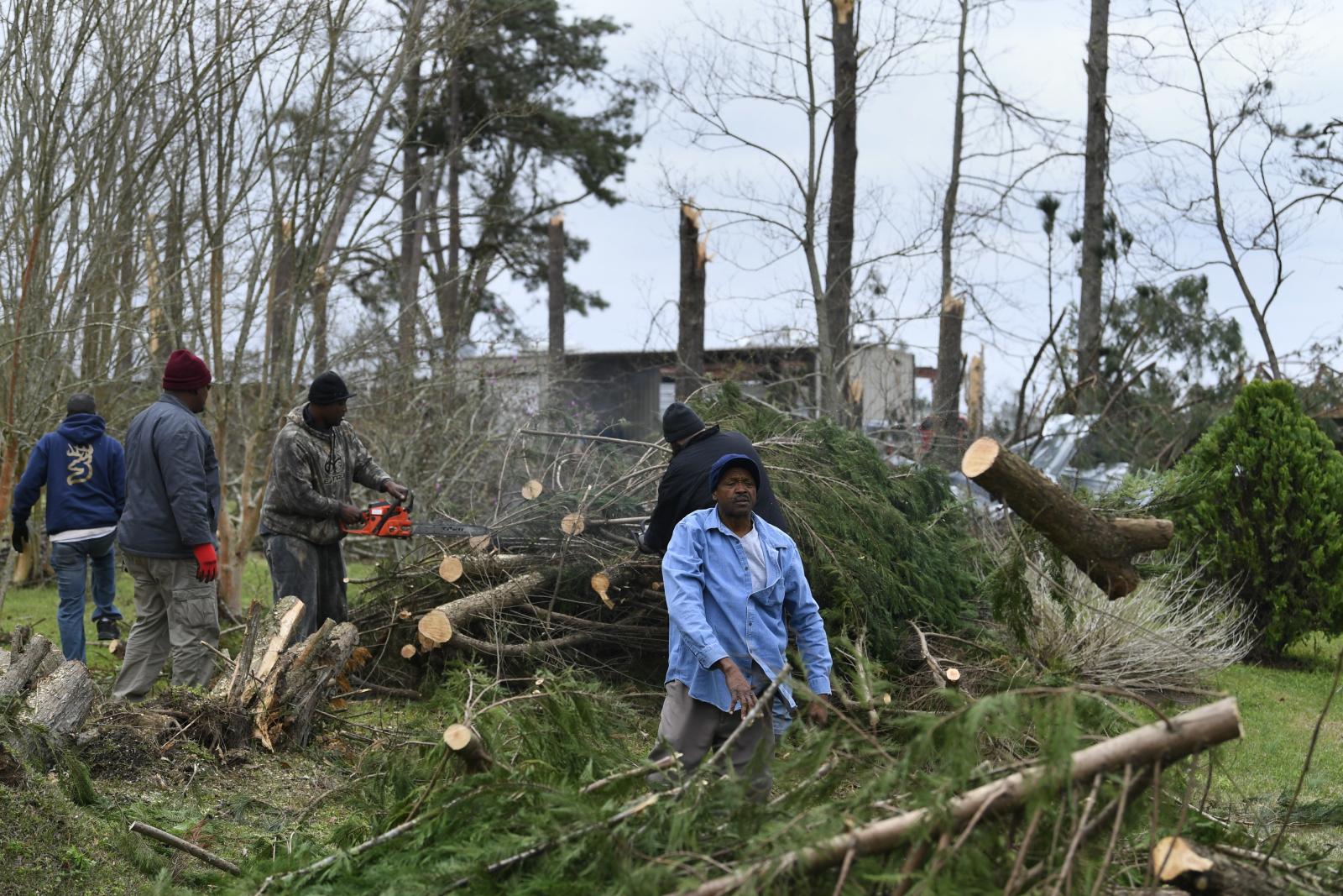 Tornado w Alabamie fot. EPA/JOHN AMIS