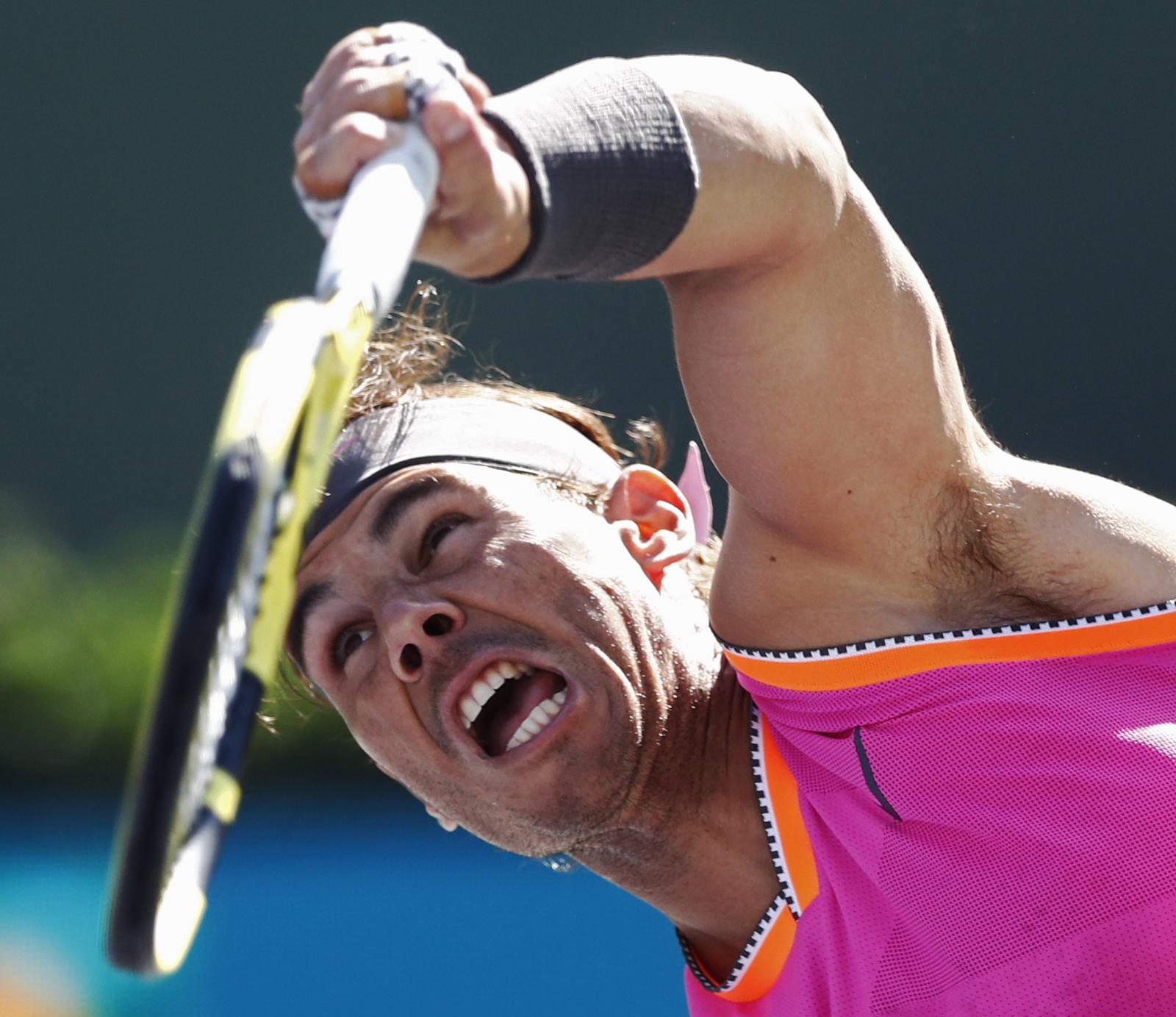 Rafael Nadal podczas meczu tenisowego w Californii, USA. Fot. PAP/EPA/LARRY W. SMITH