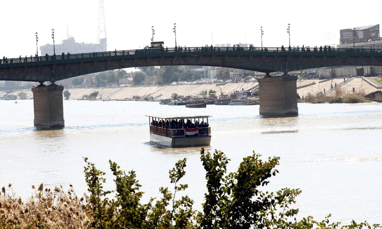 Tygrys, prom, rzeka