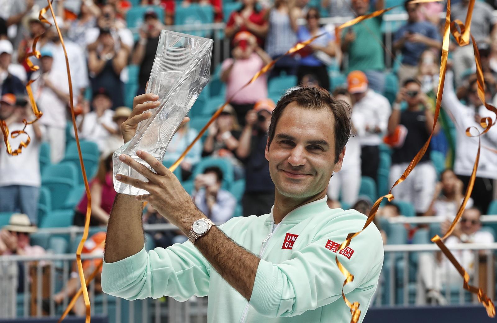 Roger Federer ze zwycięstwem w Miami Open. Fot. PAP/EPA/RHONA WISE